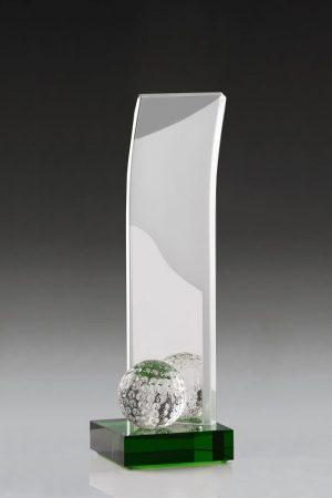 Dieser Golfpokal aus geschwungenen Glas ist ein wahres Kunstwerk. Der Sockel aus grünem Glas lässt den Golfball lebendig wirken und macht den Pokal zum perfekten Preis für Ihre Golfer Ehrung.