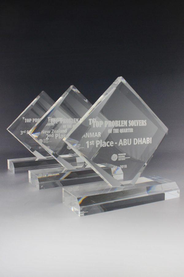 Golfpokal aus Acrylglas mit Gravur Diamond